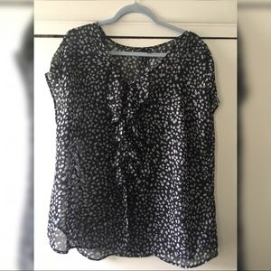 Blouse with buttons and ruffles